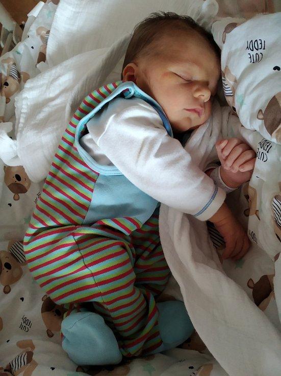 Jakub Jílek z Klatov se narodil vklatovské porodnici 27. srpna v 9:50 hodin. Maminka Monika a tatínek Lukáš věděli, že to bude chlapeček a těšili se na svoje první miminko.