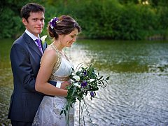 č. 162: Marta a Nicholas Moltonovi, Nemněnice (Svatba: 4. června 2011 v Godalmingu, Anglie)