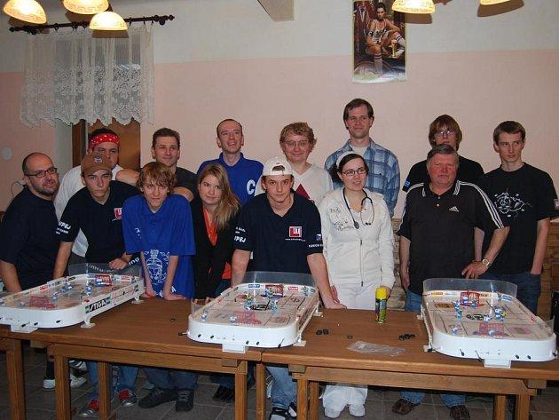 Kompletní tým hráčů a organizátorů