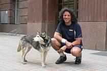 Gianluca Ratta se svou fenkou Shirou v Plzni. Za dvanáct let spolu ušli téměř 45 tisíc kilometrů