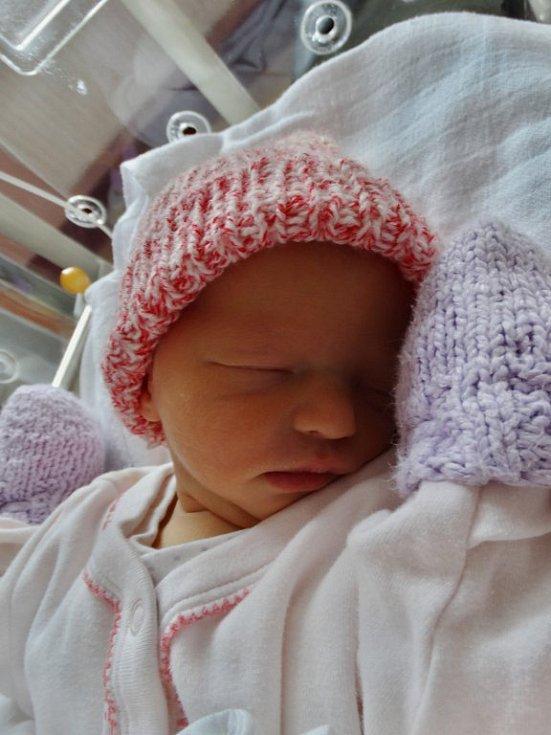 Eliška Nováková se narodila 18. listopadu ve 14:53 mamince Lence a tatínkovi Jaroslavovi z Bělé nad Radbuzou. Po příchodu na svět ve FN Plzeň vážila sestřička tříleté Kristýnky 2640 gramů a měřila 46 cm.
