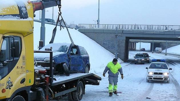 Pondělní ranní nehoda pod Rondelem si vyžádala lidský život