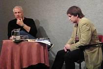 Pavel Toufar (vlevo) s autorem tohoto rozhovoru, spisovatelem a publicistou Ivo Fencelm, při besedě v Polanově síni
