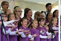 Andílky si lidé poslechlli ve středu na oslavě zahájení nového školního roku v Centrálním parku na Lochotíně.