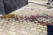 Prosakující voda z kašny