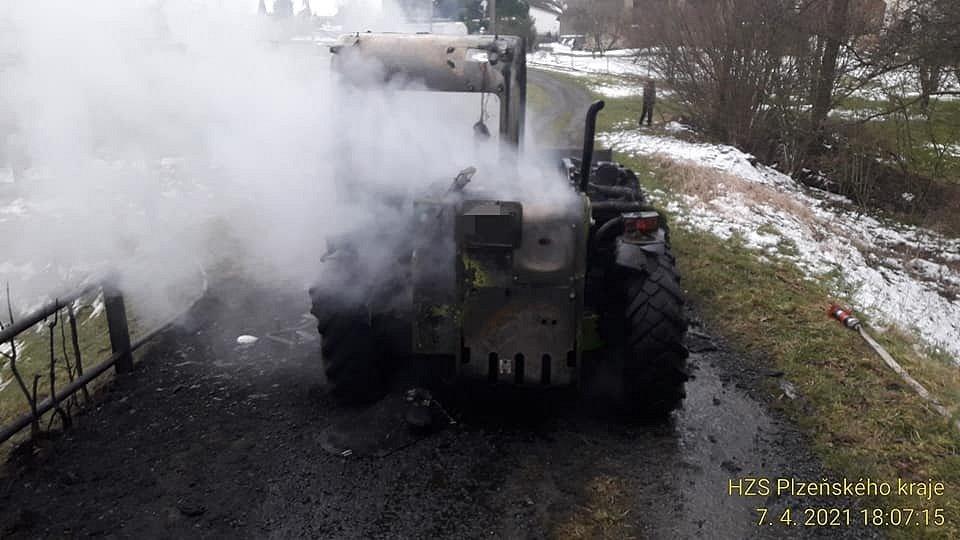 Z hořícího manipulátoru unikly v Čížkově ropné látky