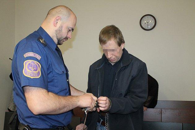 Obžalovaný Ondřej R. u soudu.