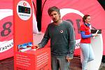 Lyžař Ondřej Bank, mnohonásobný mistr ČR, podpořil Na náměstí Republiky v Plzni akci Respektuj 18!, která upozorňuje na snadnou dostupnost alkoholu dětem a mladistvým a snaží se proti tomu bojovat.