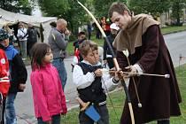 Celé tři dny slavili Všerubští 800. výročí založení svého města. Kromě historického jarmarku, divadelních představení si mohly děti vyzkoušet i dobovou zábavu