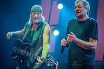 Oslavy vzniku samostatného Československa se nesly ve středu večer v rockovém rytmu. Do západočeské metropole totiž zavítali kultovní Britové Deep Purple.
