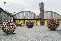 Výstava ocelových soch z vyřazených nádrží v DEPU2015