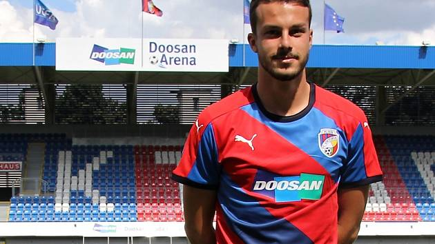 Slovenský juniorský reprezentant Jakub Hromada podepsal v Plzni smlouvu na na roční hostování s opcí.