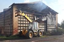 Požár skladovací haly v Nezvěsticích.