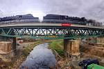Zátěžový test železničního mostu přes řeku Úslavu v Plzni