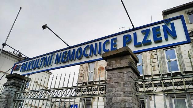 Pořezaný cizinec vyhrožoval personálu nemocnice chirurgické ambulance FN Plzeň-Bory