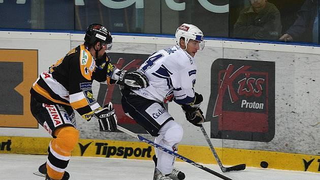 Ze zápasu 12. kola hokejové extraligy Plzeň (v bílém) - Litvínov 4:5.