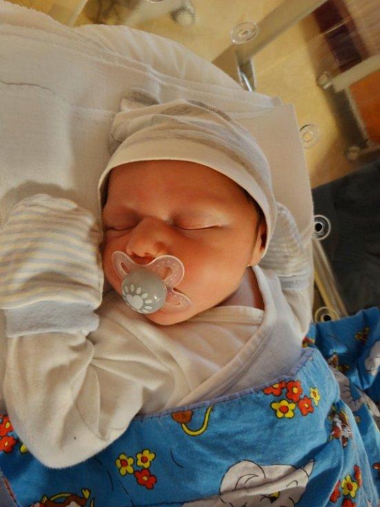 Ondřej Krbich se narodil 4. listopadu v11:01 rodičům Kristýně a Danielovi zPlzně. Po příchodu na svět ve FN vážil bráška pětiletého Šimona 3700 gramů a měřil 50 centimetrů.