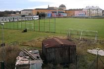 Minulost. Hřiště fotbalistů SK Slovan Plzeň 1910 v Dobřanské ulici muselo ustoupit tramvajové trati na Borská pole dokončené v prosinci 2019. Nejprve sloužilo jako zázemí pro staveniště, do konce roku 2021 na jeho místě vznikne záchytné parkoviště.