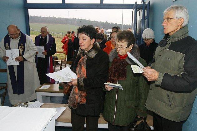 Vzpomínkové setkání s bohoslužbou proběhlo v neděli v dálniční kapli u Šlovic