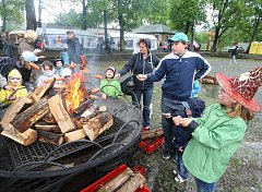 Ve Štruncových sadech se konal první ročník akce pro rodiny s dětmi Pálení čarodějnic aneb Plzeňská májka