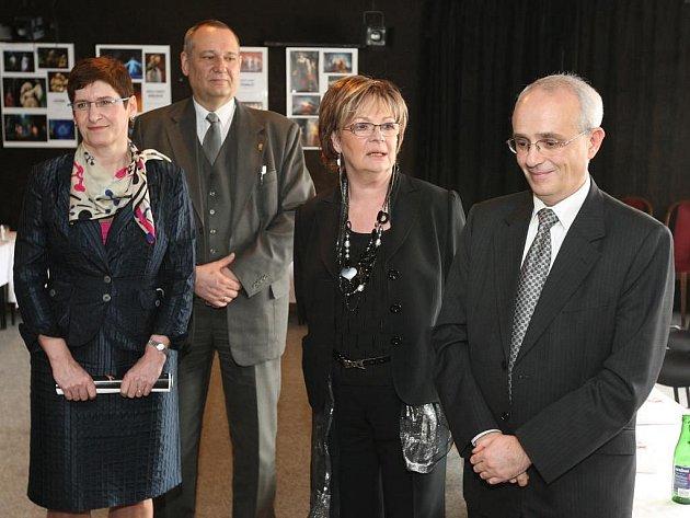 Jednání se účastnili i náměstkyně primátora Marcela Krejsová, primátor Pavel Rödl, herečka Jana Hlaváčová i ředitel divadla Jan Burian