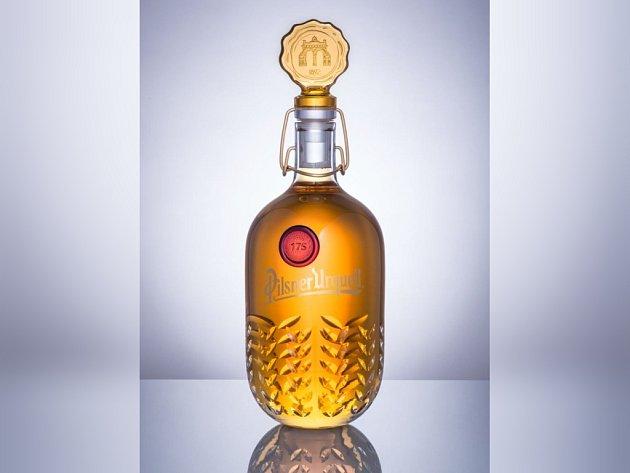 Aukce designových lahví Pilsner Urquell vynesla 1,6 milionu korun