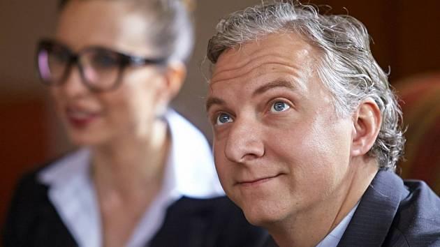 Bronislav Kotiš hraje ve druhém a třetím díle Troškových komedií Babovřesky ministerského úředníka. Jeho manželkou je tu Tereza Bebarová
