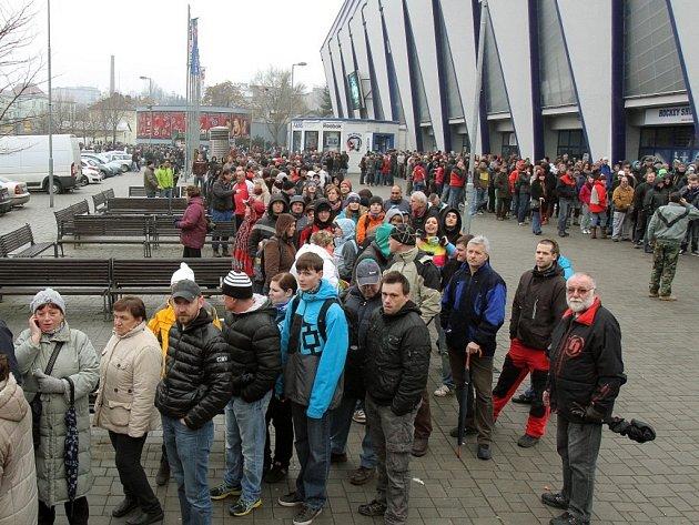 Fronta na lístky na domácí finálové zápasy HC Škoda Plzeň