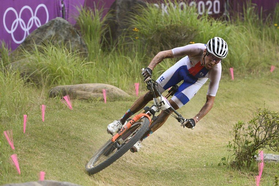 Ondřej Cink na trati olympijského závodu v cross country.