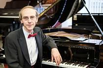 Klavírista Igor Ardašev bude ve čtvrtek 20. října hostem Plzeňské filharmonie