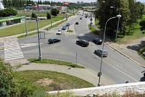 Křižovatka Jateční (vpravo) a Těšínské ulice je už čtyři roky bez semaforů. To se má změnit, chystá se rekonstrukce