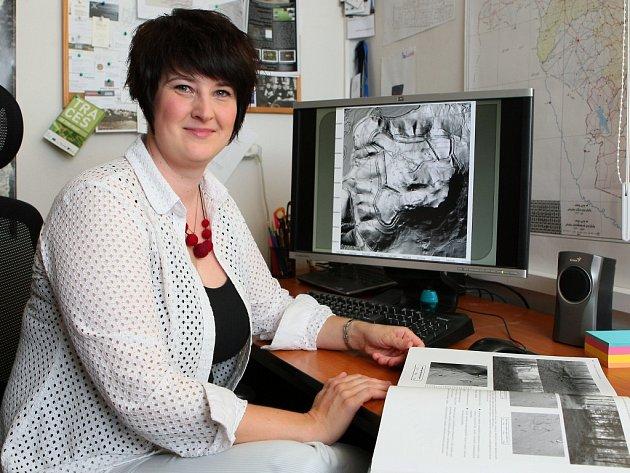 Letecké laserová snímkování - Archeoložka Lenka Starková touto metodou hledá stopy po zaniklých vesnicích