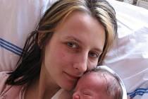 Miluše Urbancová z Holýšova porodila 4. března ve Stodské nemocnici syna Milánka (2,10 kg/44 cm), na kterého se doma těší nejenom dva sourozenci – osmiletá Miluška a o tři roky mladší Honzík – ale také novopečený tatínek Václav Šiman