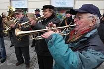 Ota Heller (vpravo) se stále učastní v Plzni nejrůznějších akcí, na nichž zní muzika
