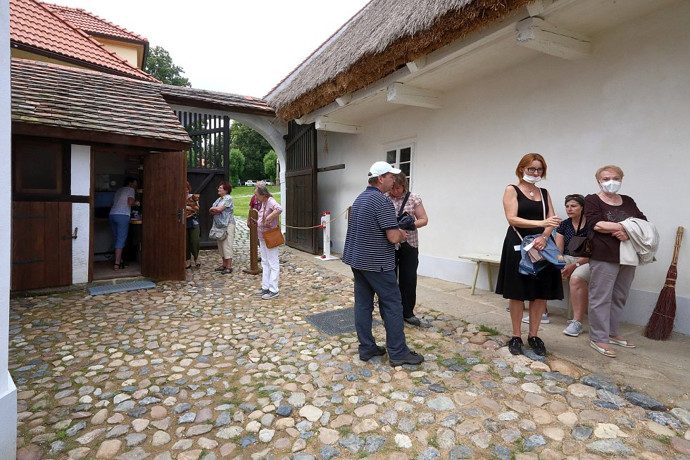 Selský dvůr U Matoušů je součástí původní bolevecké návsi, která je s typickou vesnickou architekturou 18. - 20. století památkově chráněná. Usedlost se skládá z velkého stavení, stodoly, sýpky, špýcharu a chlévů.