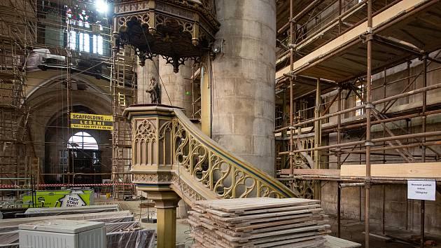 Katedrála se návštěvníkům opět otevře v červnu.