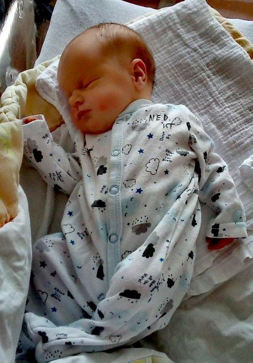 Eliška Chladová ze Sušice se narodila v klatovské porodnici 6. dubna. Při narození vážila 2190 g a měřila 45 cm. Rodiče Alena a Martin se na holčičku moc těšili, stejně tak bráška Ondrášek (6,5 let).