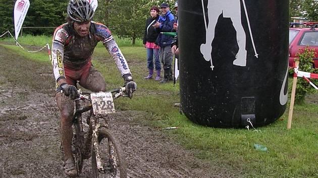 Úvodní podnik pětidílného seriálu závodů horských kol Becker cup  2008 vyhrál v Kralovicích Václav Hlaváč