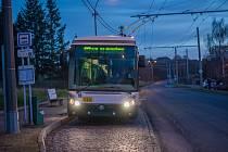 Zastávka Generála Lišky, v jejíž blízkosti bude příští rok vybudována měnírna proudu pro trolejbusy