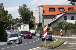 Nízkohlučný asfalt byl loni v říjnu položen ve Chválenicích, kde si ho místní obyvatelé pochvalují.