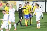 Prvoligoví fotbalisté Fastavu Zlín (ve žlutém) v rámci nedělního 8. kola FORTUNA:LIGY v domácím prostředí porazili Viktroii Plzeň 1:0 brankou Tomáše Poznara.