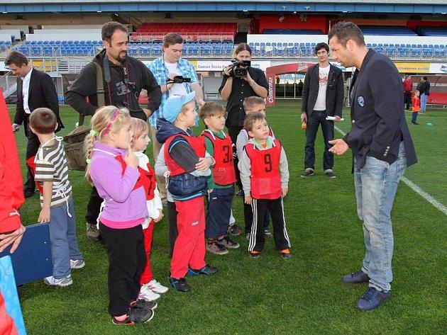 Pavlové Horváth a Vrba ve čtvrtek přivítali v Doosan Areně třiatřicet předškoláků na speciálním fotbalovém tréninku