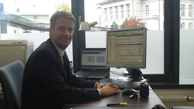 Thomas Heillig ve své kanceláři