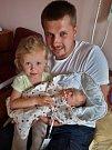 Adéla Langová se narodila 18. května v 5:02 mamince Lucii a tatínkovi Petrovi z Příšova. Po příchodu na svět v plzeňské FN vážila sestřička tříleté Amálky 2750 gramů a měřila 48 centimetrů.