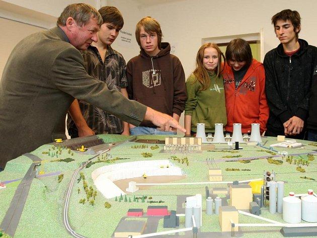 V rámci Dnů vědy a techniky si mohu zájemci prohlédnout model tepelné elektrárny, který je umístěn v areálu SOU elektrotechnického v Plzni na Skvrňanech