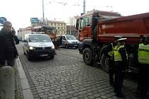 V Solní ulici v Plzni srazilo nákladní auto staršího muže