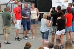 Závěrečný den Komedyfestu v amfiteátru OC Plaza moderoval komik Lukáš Pavlásek