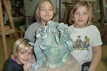 Slon z Trnkovy Zahrady a jeho autoři: zleva Anna, Katka a Šimon