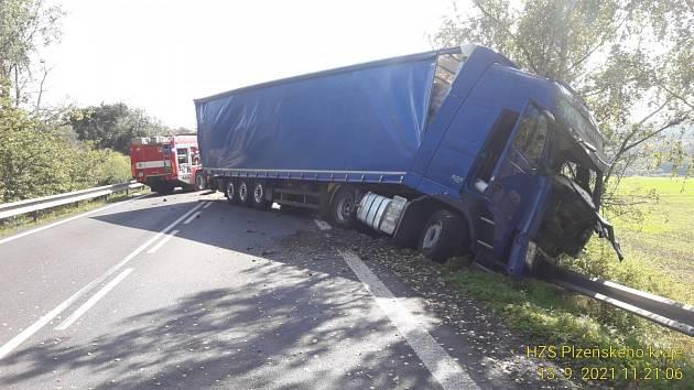 Tragická nehoda na silnici I/20 mezi Nepomukem a Životicemi.