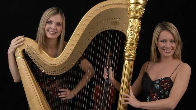 Violistka Jitka Hosprová (vpravo) a harfenistka Kateřina Englichová vystoupí zítra v Manětíně a v neděli na festivalu Hudba v synagogách plzeňského regionu v Hartmanicích